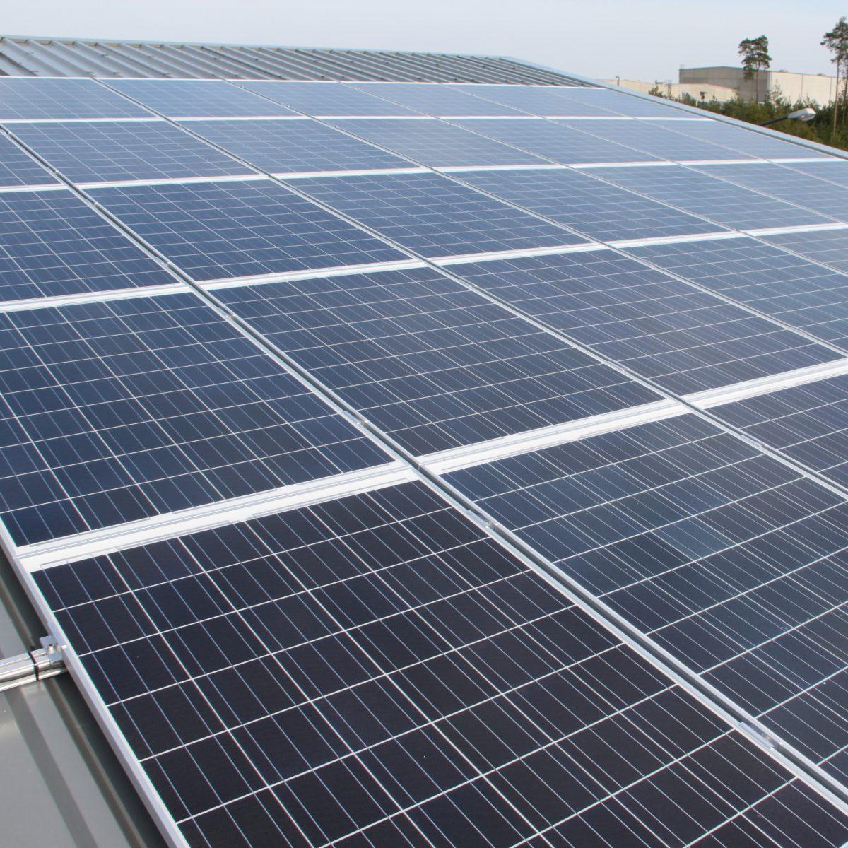 Eine 18 KW Solaranlage auf einem Bürogebäude