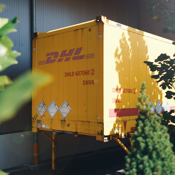 DHL Container im Lager