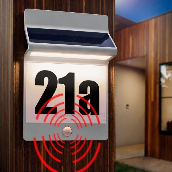 Solar PIR Hausnummernleuchte aus Aluminium natur eloxiert